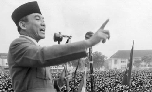 50+ Kata-Kata Soekarno | Quotes Bung Karo yang Bijak dan Mutiara